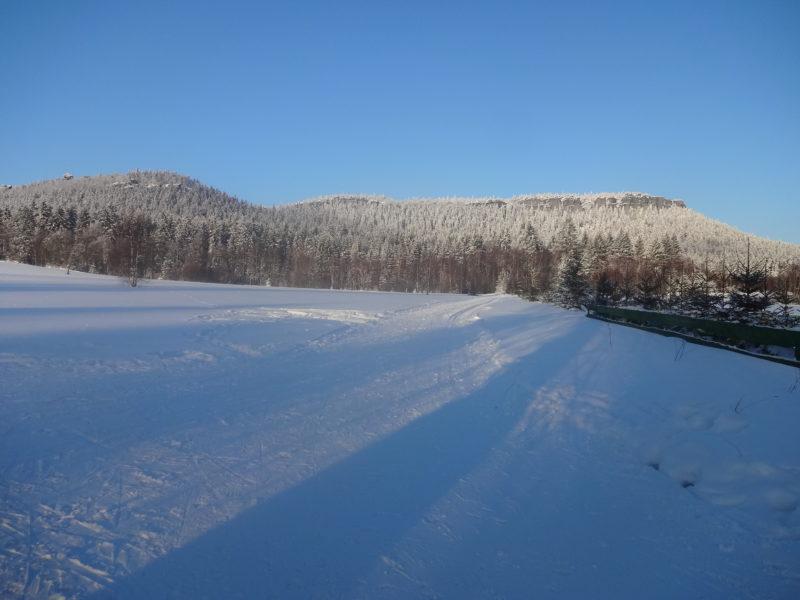 Karlow se nachází 20 min jízdy autem z Božanova .