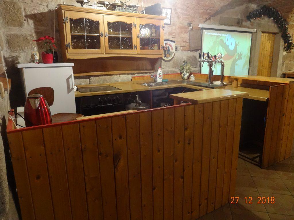 Společenská místnost, malá kuchyňka a diskoblikačky